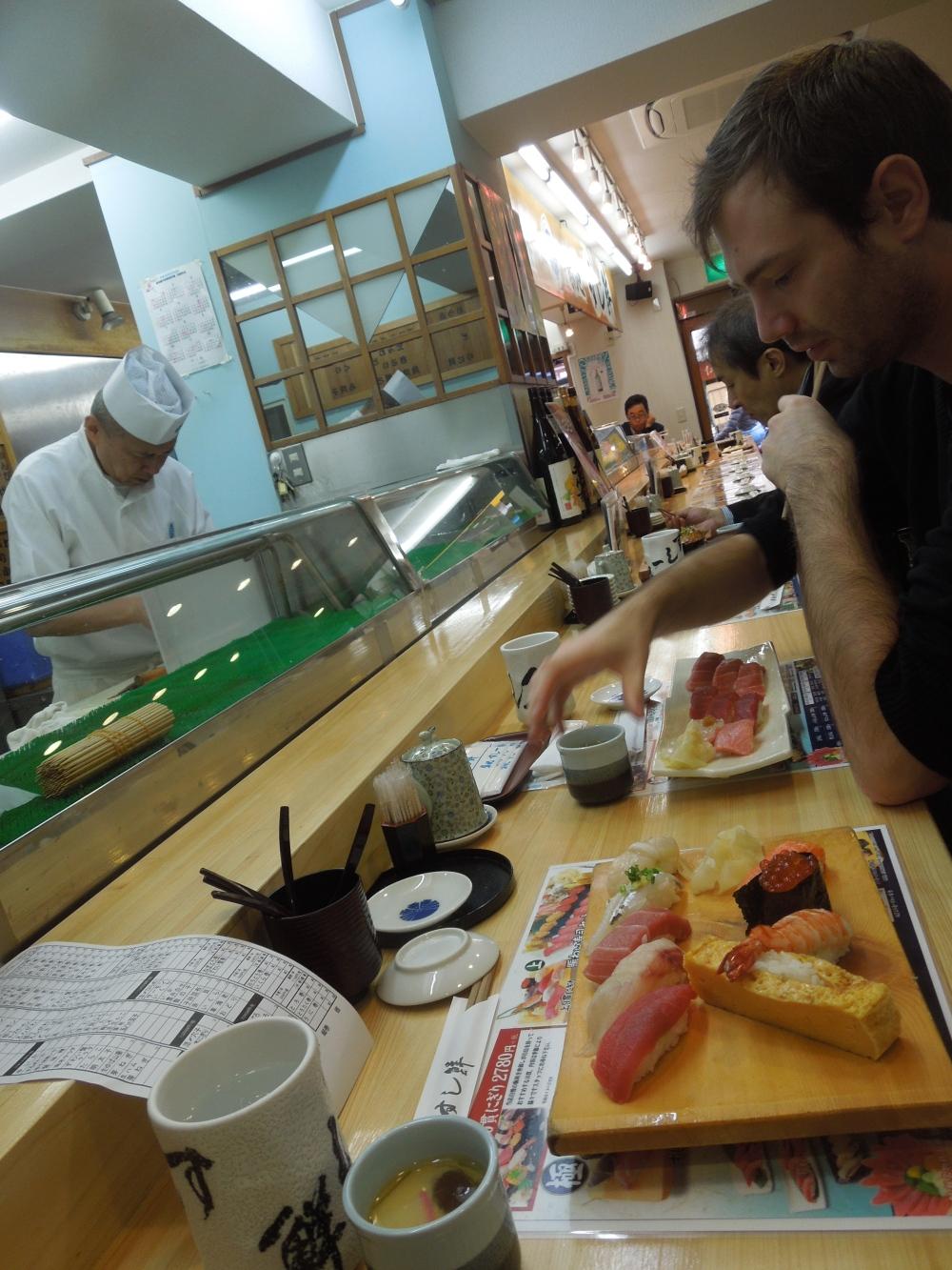 Restaurant à sushi, Tsukiji Market, Japon