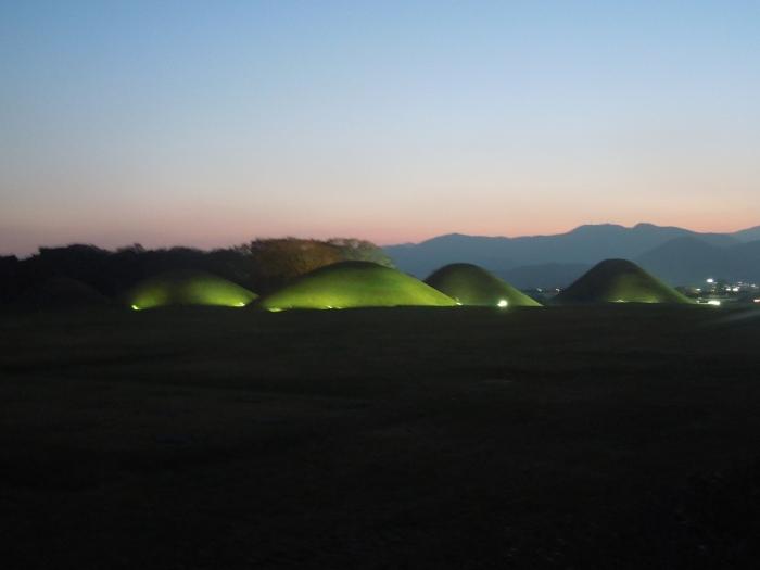 Corée, Gyeongju tumuli de nuit