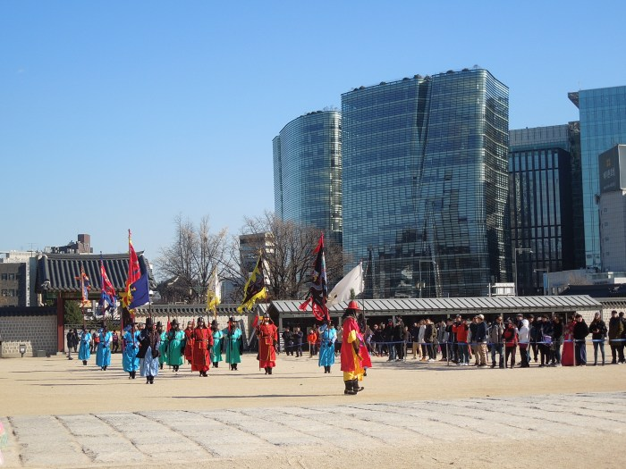 Séoul, Palais Gyeongbok, relève de la garde