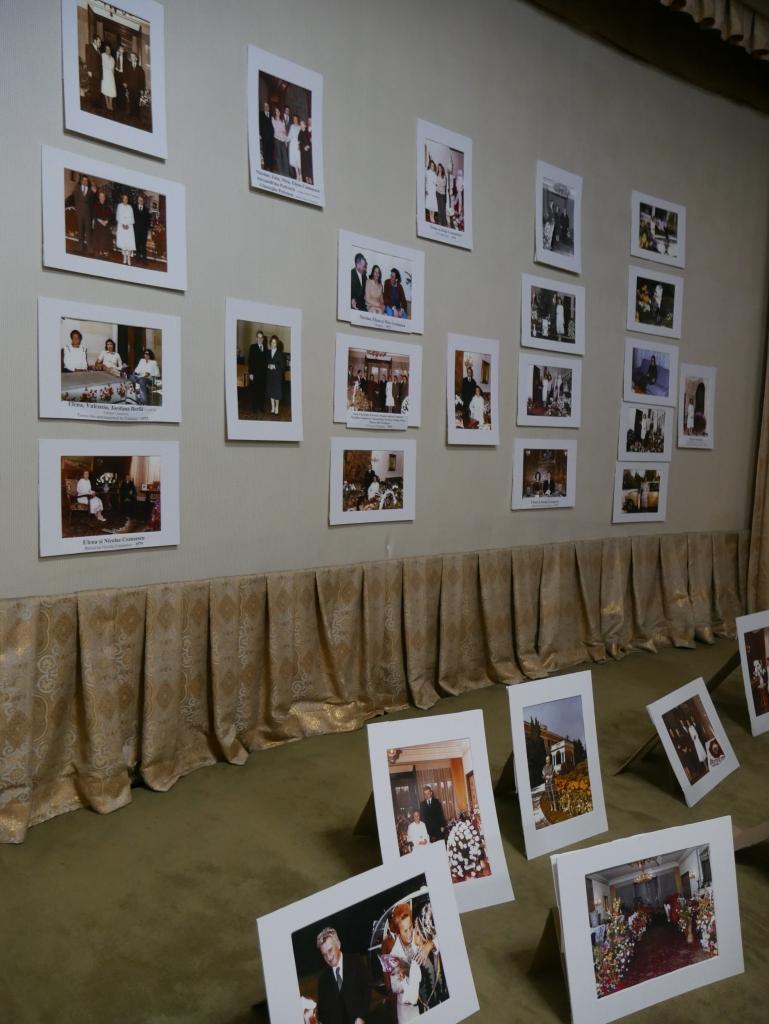 Mur de photos de la famille Ceausescu
