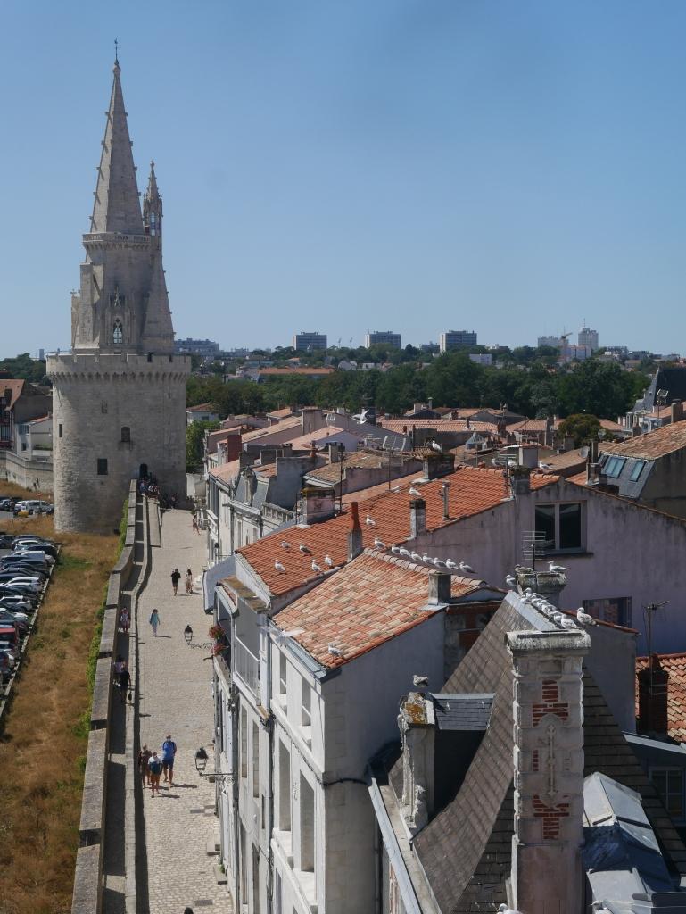 Vue sur la Tour de la Lanterne depuis celle de la Chaine