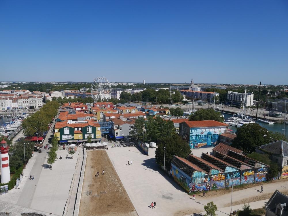 La vue de la Tour St-Nicolas sur un joli quartier coloré