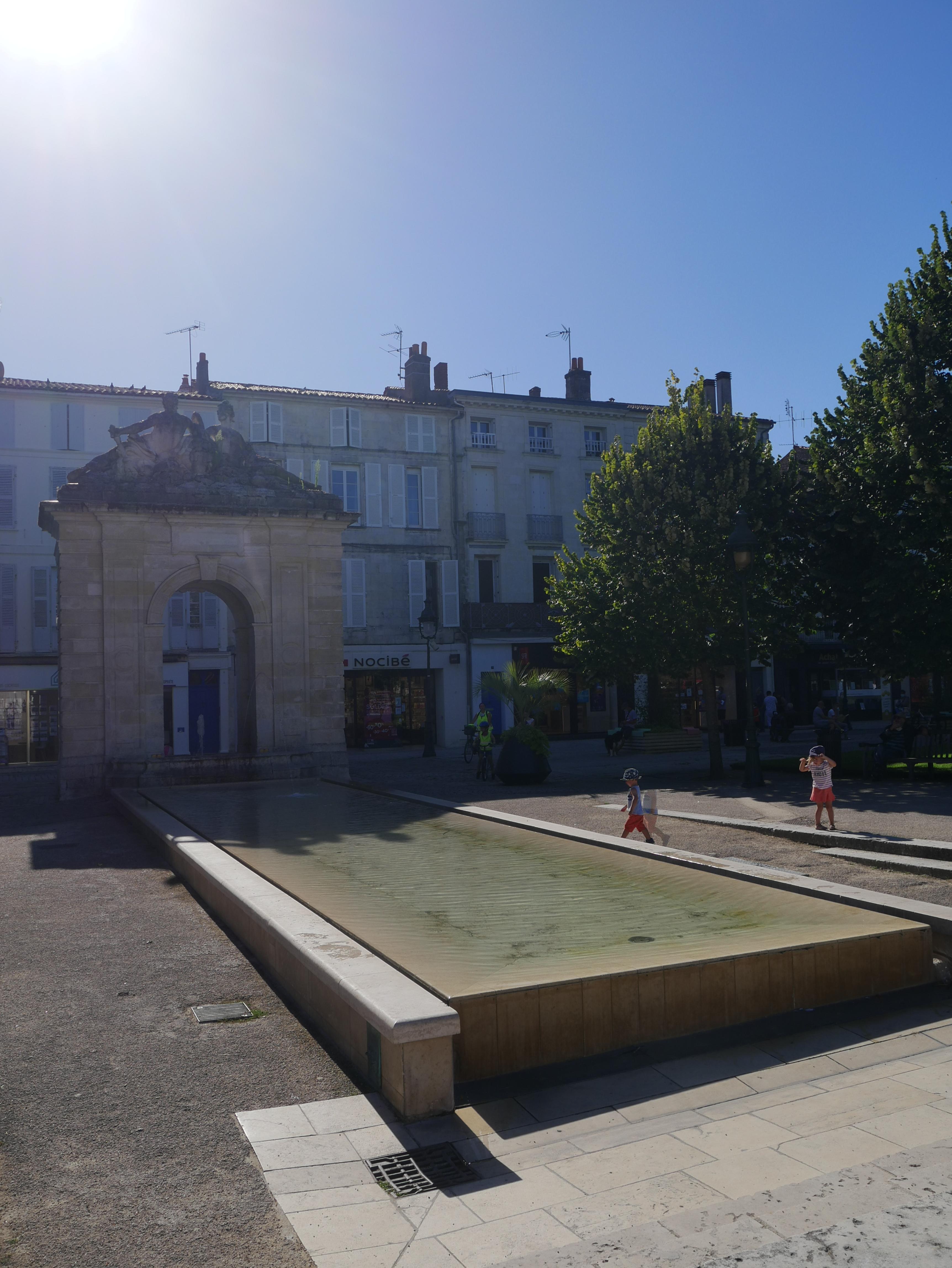 La fontaine de la Place Colbert